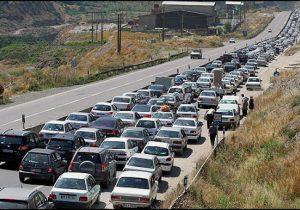 ترافیک نیمه سنگین در آزادراه قزوین به رشت/ هجوم مسافران به محورهای منتهی به شمال