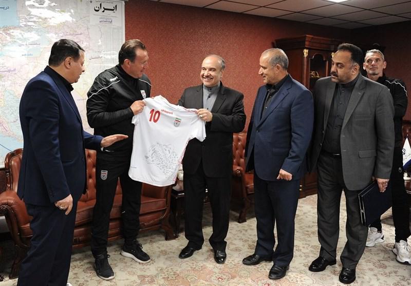 وزارت ورزش: خسارت قرارداد ویلموتس را نمی پردازیم/ جامعه را با حذف از فیفا تهدید می کنند